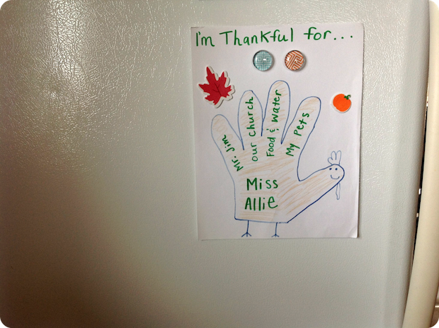 A little craft I made with the kids at our church. Some of the things I'm thankful for :)
