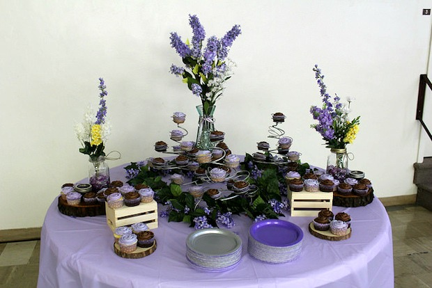 rustic wedding cupcake table