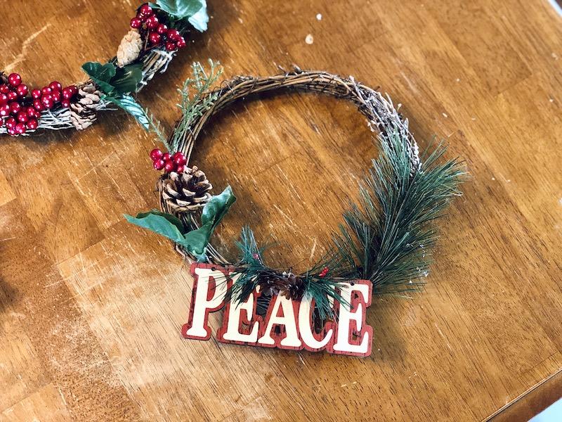 DIY mini Christmas wreath