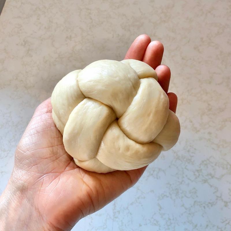 Basket weave challah bun
